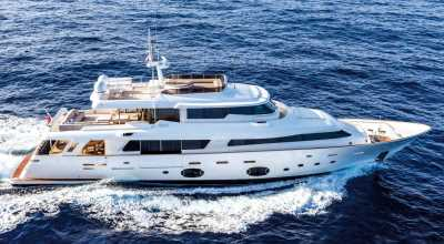106ft_11in_32.60m_Ferretti_Custom_Line_Navetta_33_Crescendo