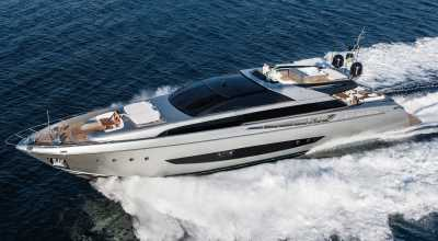 123ft_00in_37.50m_Riva_122_Mythos