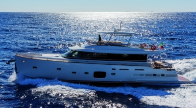 80ft_01in_24.40m_Azimut_Magellano_76